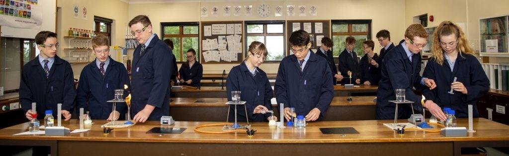 Kleine Klassen an Internaten in England bieten eine optimale Förderung an.