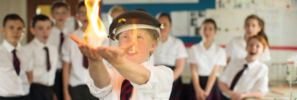 Schüler der Oswestry School bei Experimenten