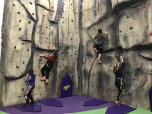 Unsere Partnerinternate in England: Hier Schüler der Sutton Valence School beim Klettern