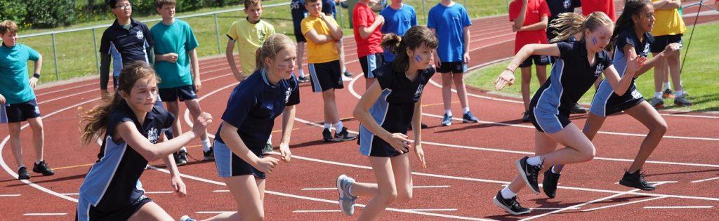 Unsere Partnerinternate in England: Hier Schüler der Sutton Valence School beim Sport
