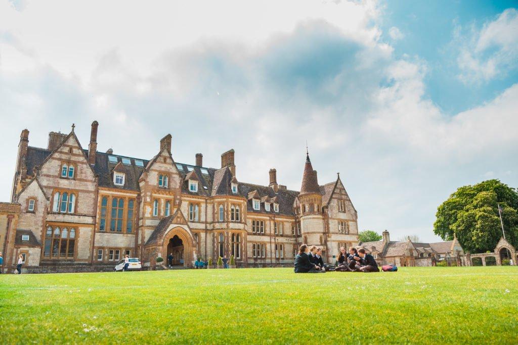 Das Anwesen und Gebäude der Clayesmore School in England
