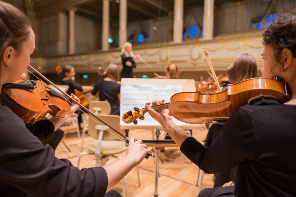 Berliner Inerntasschüler proben für Orchester