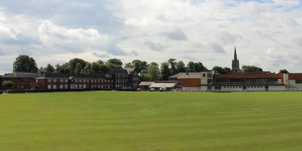 Oakham Internat wird bei gutem Wetter gezeigt – Internatsschule in England