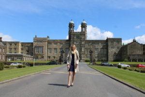 Erika von Akademis besucht ein Internat in England