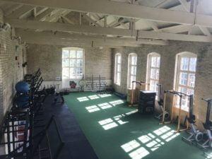 Internate in England bitten ihren Schülern schuleigene Fitnessräume